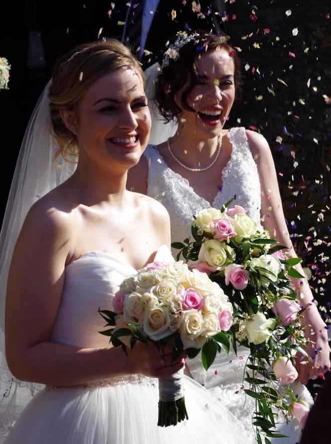 Tình yêu đồng giới của 2 cô nàng xinh đẹp: Từ mối tình thời sinh viên bị gia đình lẫn xã hội thử thách đến hôn nhân viên mãn đáng ghen tị - Ảnh 13.