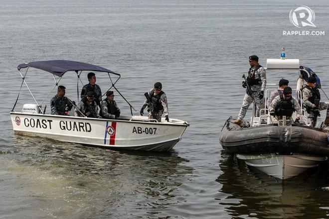 Tàu hàng đụng chìm tàu cá Philippines, 14 thuyền viên chưa rõ sống chết - Ảnh 1.