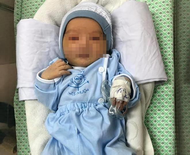 Bé sơ sinh bị mẹ ruột bỏ dưới hố ga ở Sơn Tây đã tử vong - Ảnh 1.