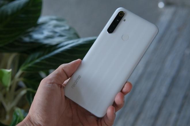 Chọn smartphone pin lâu, màn hình to, giá dưới 5 triệu đồng - Ảnh 2.