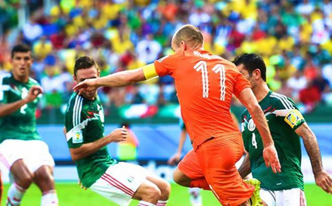 """Ngày này năm xưa: Robben """"ăn vạ"""" đưa Hà Lan vào tứ kết World Cup 2014"""