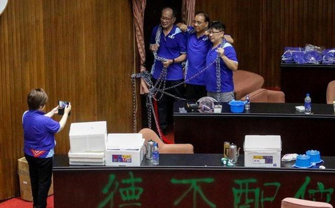 Đài Loan: Hai phe cầm quyền và đối lập ẩu đả tại nghị viện