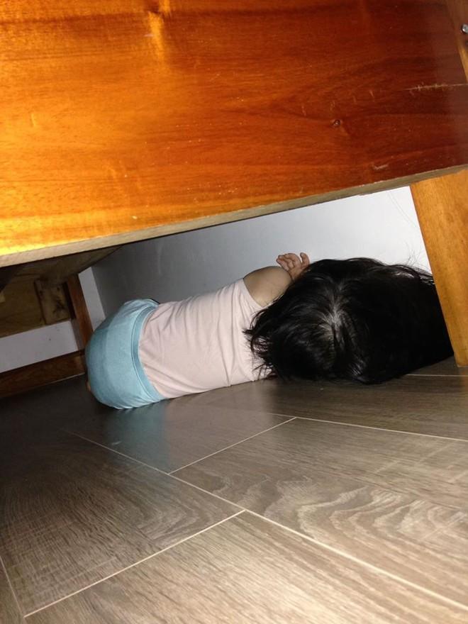 Ngủ dậy không thấy con đâu, bố mẹ tìm khắp nơi rồi bất ngờ với hình ảnh mình nhìn thấy - Ảnh 1.