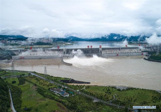 TQ thừa nhận đập Tam Hiệp đã xả lũ khi 14 triệu dân đang phải oằn mình hứng chịu ngập lụt nặng nề - Ảnh 1.