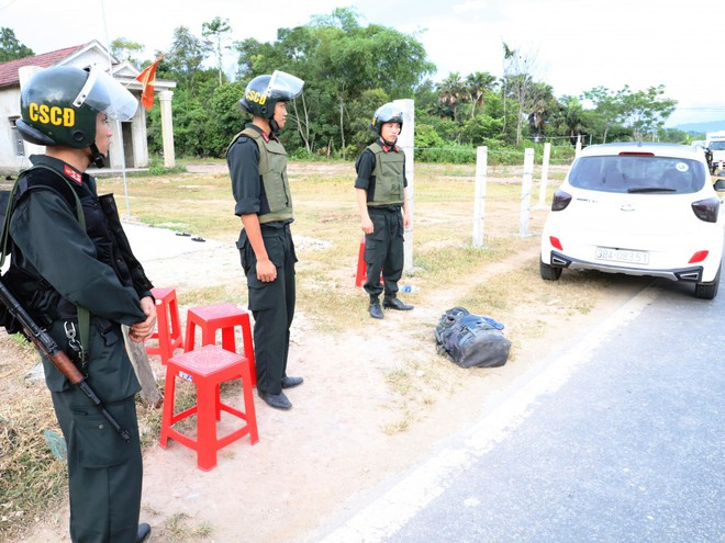Bắt ông trùm  trong vụ vứt 2 ba lô chứa đầy ma túy xuống đường - Ảnh 2.
