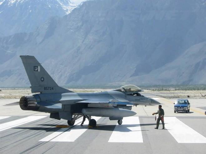 Tình báo Ấn Độ: TQ tập kết hơn 40 tiêm kích ở Kashmir, dường như sẵn sàng phát động tấn công - Ảnh 2.