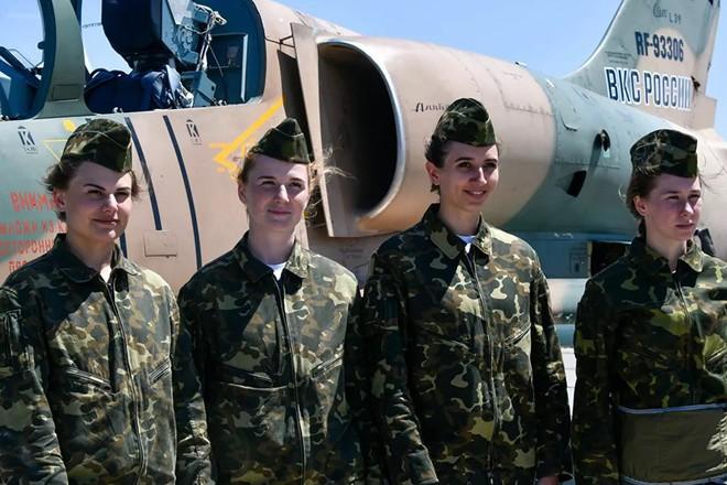 Ngắm những 'bông hồng' Nga lái máy bay chiến đấu - Ảnh 5.