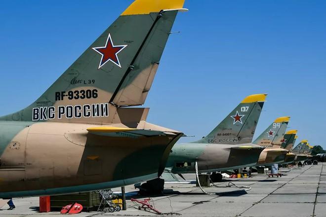 Ngắm những 'bông hồng' Nga lái máy bay chiến đấu - Ảnh 6.