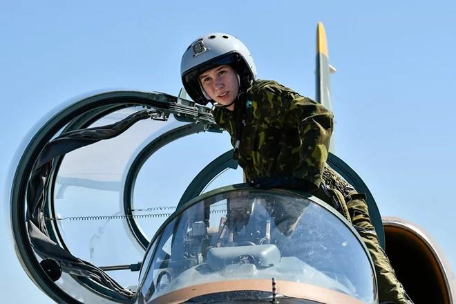 Ngắm những 'bông hồng' Nga lái máy bay chiến đấu - Ảnh 7.