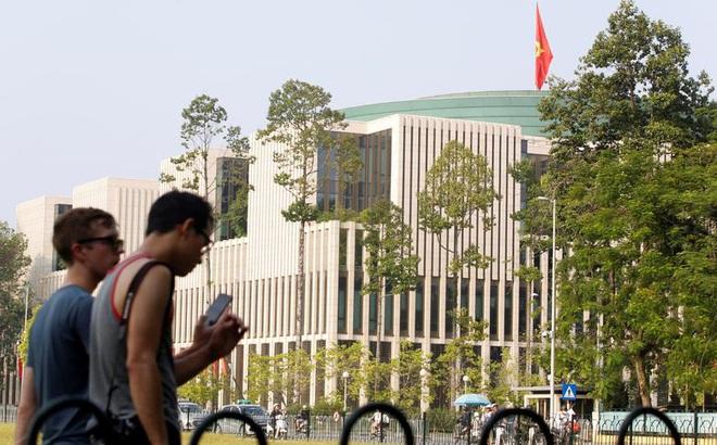 [VIDEO] Phóng viên Trung Quốc cảm nhận đợt nắng nóng gay gắt tại Hà Nội