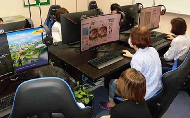 Kỳ lạ quán net dành riêng cho người già ở Nhật Bản, 'khi tuổi tác chỉ còn là những con số'