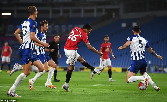 Bruno Fernandes giúp Man United đại thắng; Messi còng lưng không gánh nổi Barcelona - Ảnh 3.