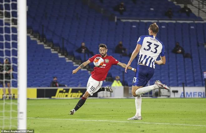 Bruno Fernandes giúp Man United đại thắng; Messi còng lưng không gánh nổi Barcelona - Ảnh 2.