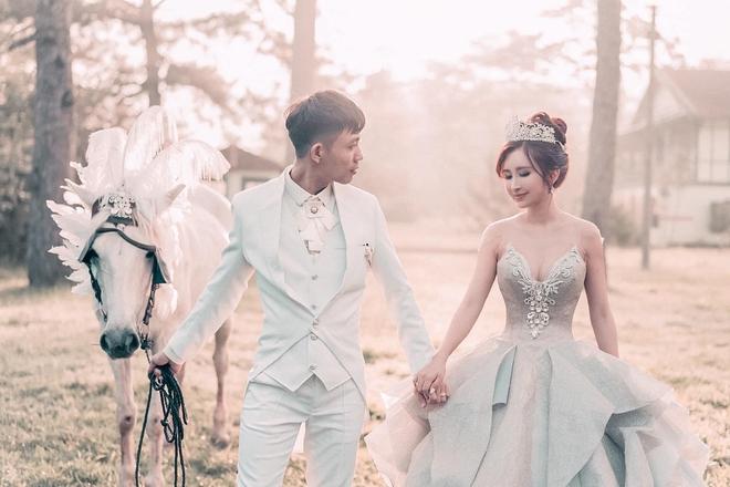 Đại gia Minh Nhựa tổ chức lễ kỉ niệm 8 năm ngày cầu hôn vợ hai Mina, dân tình ghen tị vô cùng với món quà xa xỉ cặp đôi tặng nhau - ảnh 4