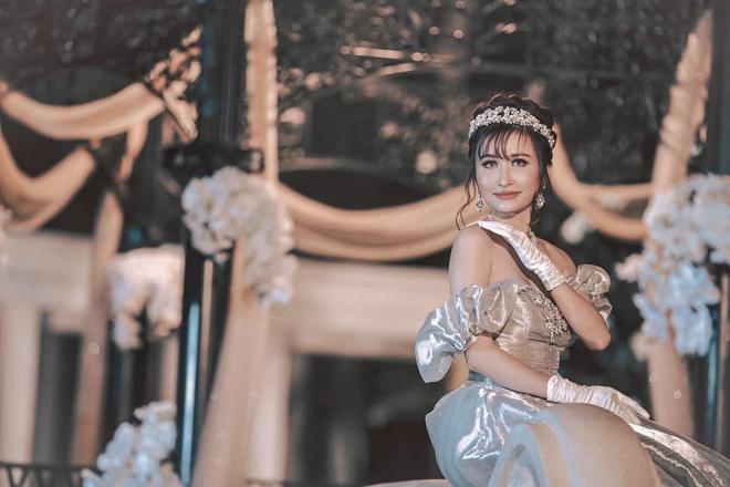 Đại gia Minh Nhựa tổ chức lễ kỉ niệm 8 năm ngày cầu hôn vợ hai Mina, dân tình ghen tị vô cùng với món quà xa xỉ cặp đôi tặng nhau - ảnh 5