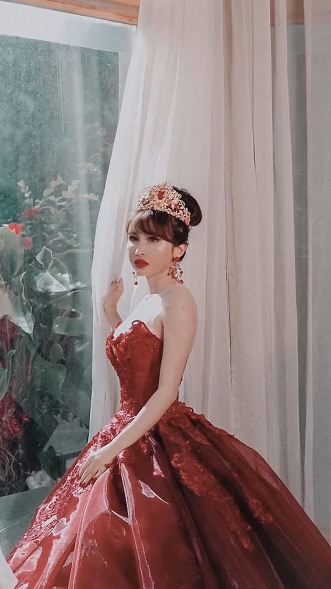 Đại gia Minh Nhựa tổ chức lễ kỉ niệm 8 năm ngày cầu hôn vợ hai Mina, dân tình ghen tị vô cùng với món quà xa xỉ cặp đôi tặng nhau - ảnh 10