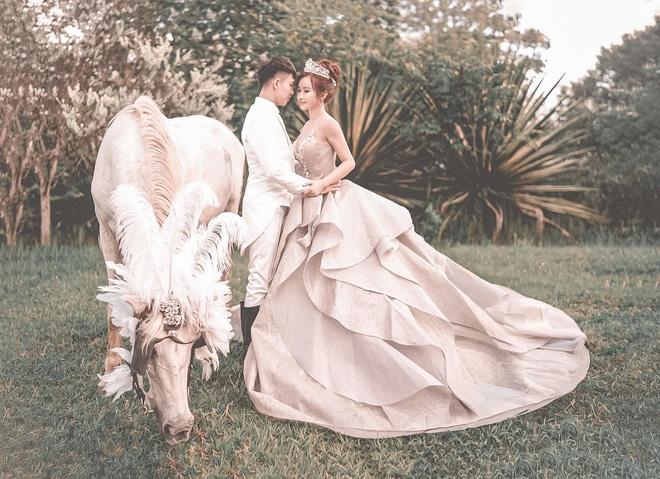 Đại gia Minh Nhựa tổ chức lễ kỉ niệm 8 năm ngày cầu hôn vợ hai Mina, dân tình ghen tị vô cùng với món quà xa xỉ cặp đôi tặng nhau - ảnh 3