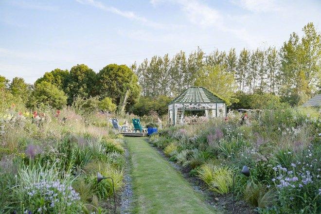 Từ bỏ cuộc sống thành đạt, cặp vợ chồng 40 tuổi về quê sống yên bình bên khu vườn rộng 3000m² - Ảnh 21.