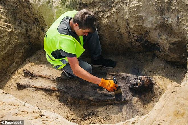 Đào đường, kinh hoàng phát hiện 115 bộ hài cốt ngậm tiền - Ảnh 1.