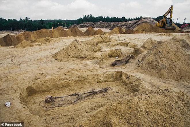 Đào đường, kinh hoàng phát hiện 115 bộ hài cốt ngậm tiền - Ảnh 3.