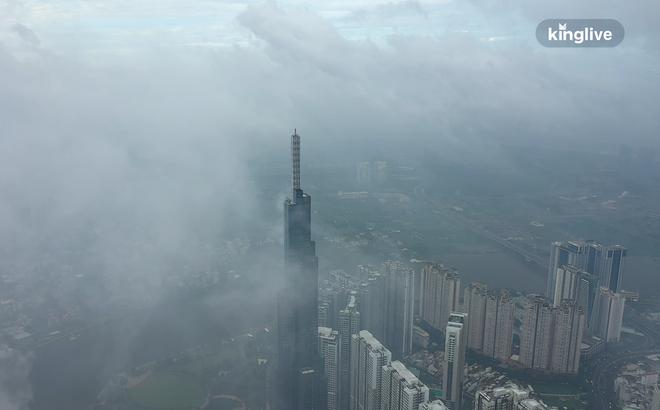 Liên tiếp những ngày qua TP HCM rơi vào trạng thái mờ mịt trong làn khói trắng