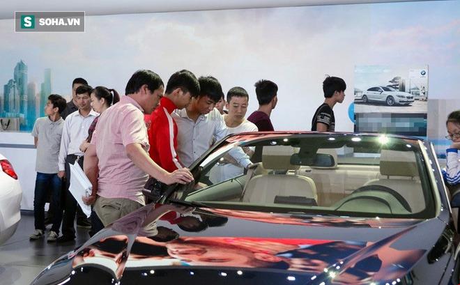 Hậu giảm phí trước bạ: Khách ùn ùn đi mua ô tô, doanh số cửa hàng tăng 300%
