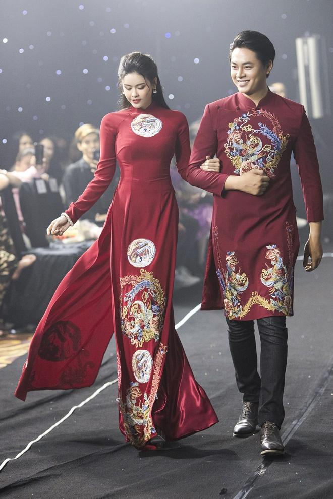 Kha Ly, Trương Quỳnh Anh mở đầu show diễn của NTK Minh Châu - Ảnh 6.