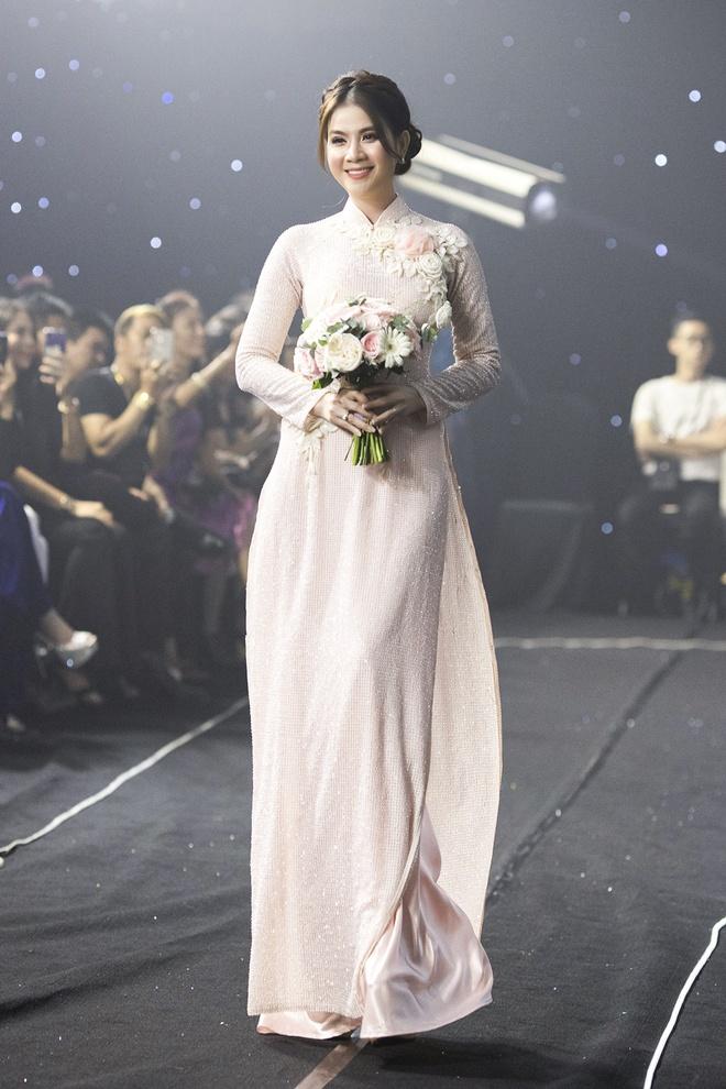 Kha Ly, Trương Quỳnh Anh mở đầu show diễn của NTK Minh Châu - Ảnh 4.