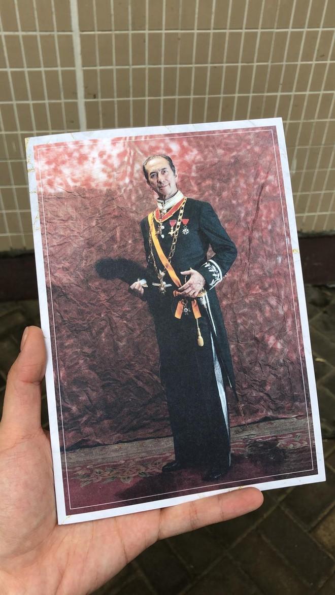 Tiết lộ túi quà mà gia tộc danh giá nhất Hồng Kông tự tay chuẩn bị cho các phóng viên ở tang lễ Vua sòng bài Macau - Ảnh 3.