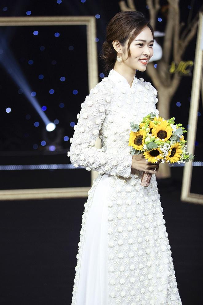 Kha Ly, Trương Quỳnh Anh mở đầu show diễn của NTK Minh Châu - Ảnh 2.
