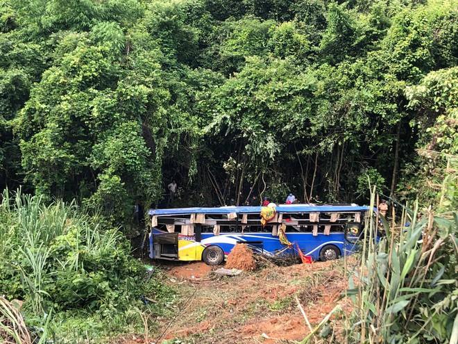 Vụ xe khách lao xuống vực sâu 30 mét ở Kon Tum: Nạn nhân thứ 6 tử vong - Ảnh 1.