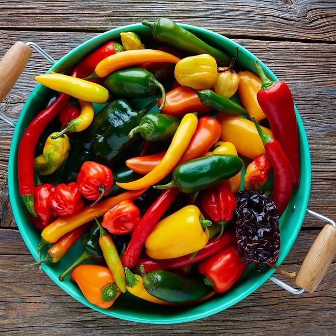 Lỡ ăn ớt quá cay hay bị phỏng ớt, hãy găm ngay các mẹo này để xử lý nhanh nhé! - Ảnh 2.