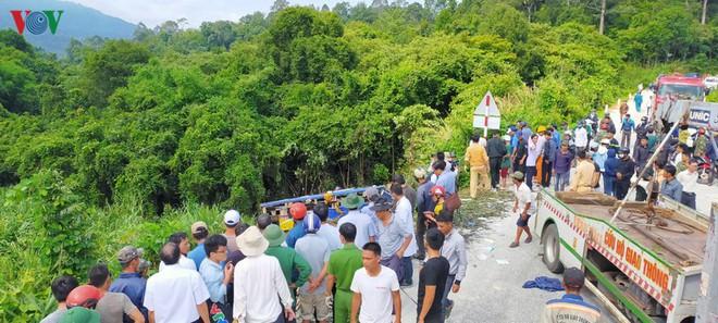 Hiện trường xe khách lao xuống vực làm ít nhất 5 người chết ở Kon Tum - Ảnh 2.
