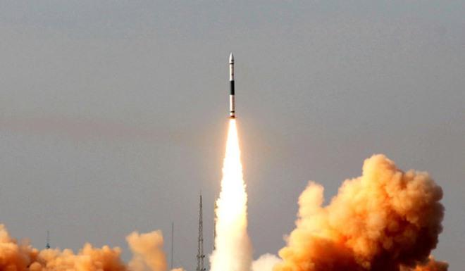 Tên lửa đẩy mạnh nhất TQ nổ tung trên bầu trời trong lần phóng đầu tiên - ảnh 1