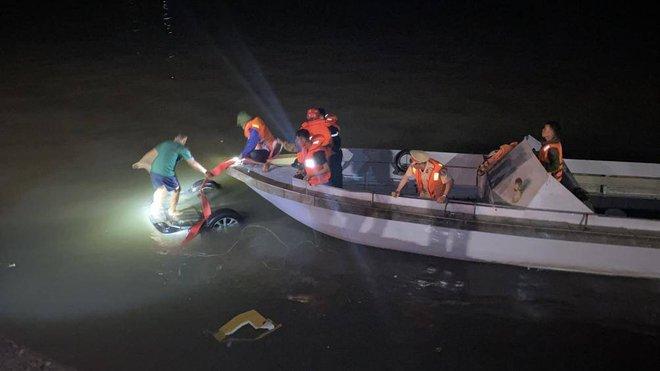 Xe ô tô lao xuống biển ở Hạ Long: Nạn nhân thứ 4 tử vong, lái xe có nồng độ cồn ở mức cao - Ảnh 1.
