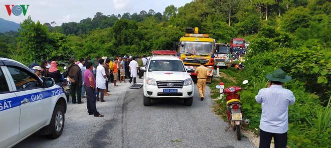 Hiện trường xe khách lao xuống vực làm ít nhất 5 người chết ở Kon Tum - Ảnh 4.