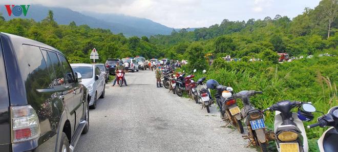 Hiện trường xe khách lao xuống vực làm ít nhất 5 người chết ở Kon Tum - Ảnh 9.