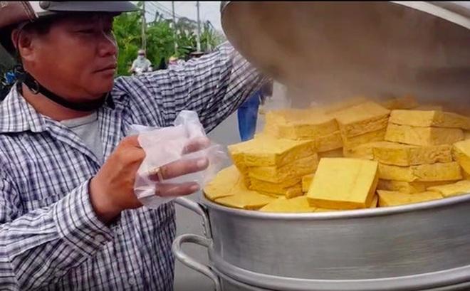 Xem TikTok mới biết nước ta có món đậu hũ hấp độc lạ đến vậy, mỗi miếng bán với giá 5k vẫn bị nhiều người chê mắc