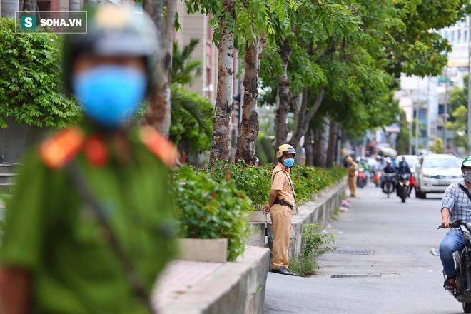Công an khám xét nhà Phó chủ tịch TP.HCM Trần Vĩnh Tuyến - Ảnh 3.
