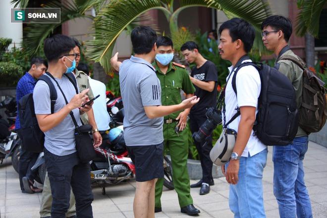 Công an khám xét nhà Phó chủ tịch TP.HCM Trần Vĩnh Tuyến - Ảnh 13.
