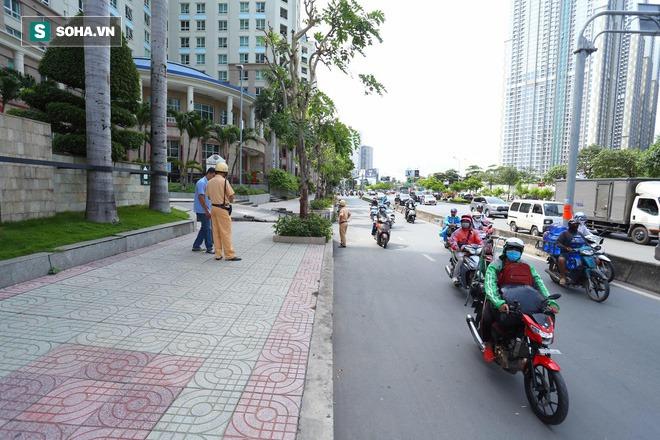 Công an khám xét nhà Phó chủ tịch TP.HCM Trần Vĩnh Tuyến - Ảnh 8.