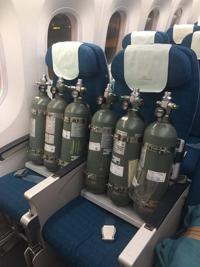 Những hình ảnh về chuyến bay đưa phi công người Anh hồi hương - Ảnh 17.