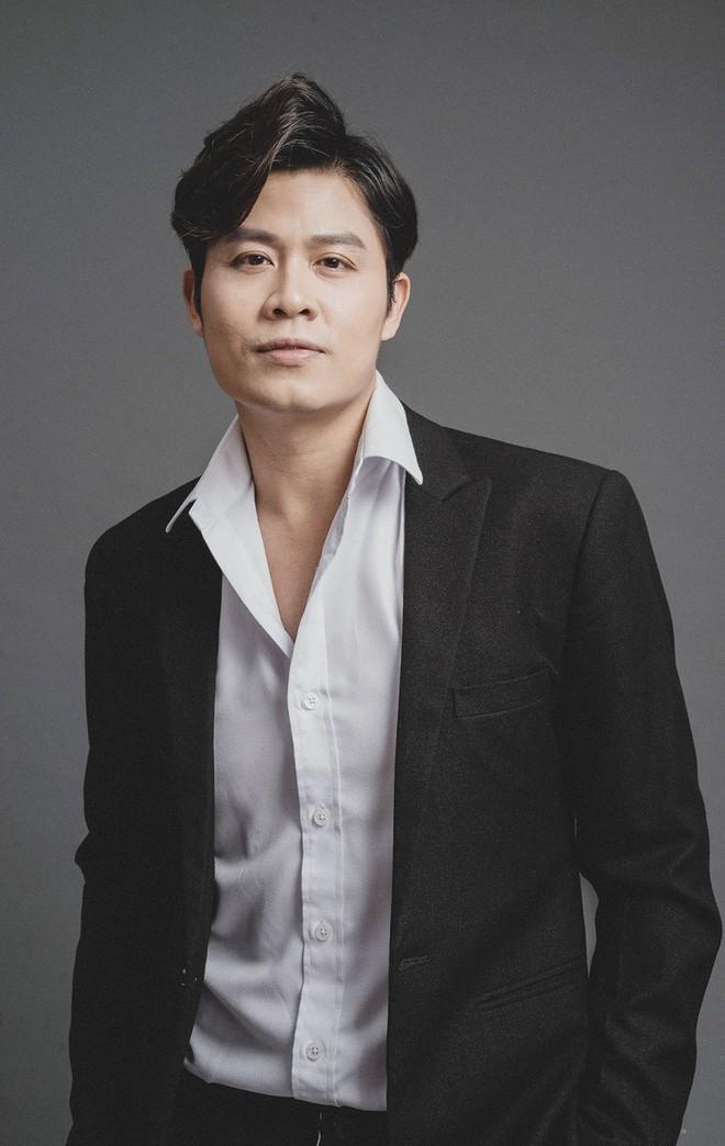 Nguyễn Văn Chung: Tiết lộ thu nhập khủng nhờ tiền tác quyền và chuyện ly hôn ít người biết - Ảnh 1.
