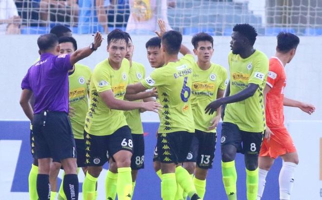 KẾT THÚC Đà Nẵng 1-1 Hà Nội: Nhà ĐKVĐ tiếp tục ở vị trí đầy nguy hiểm