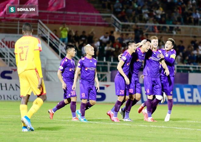 Ngựa ô V.League thắng trận thứ ba liên tiếp, vượt qua đội Công Phượng để lên đỉnh BXH - Ảnh 1.