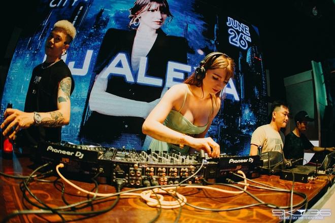 Thân thế ít biết của DJ ngoại quốc bốc lửa nhất showbiz Việt - Ảnh 7.
