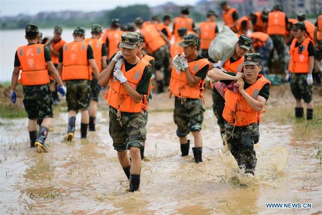 Nước dâng báo động ở 433 sông: Hé lộ át chủ bài giúp Trung Quốc trụ vững trước thảm họa - Ảnh 3.