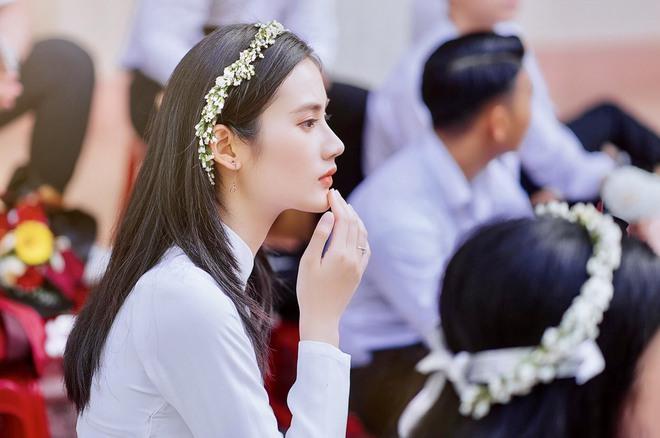 Sở hữu góc nghiêng cực phẩm, nữ sinh Bình Định hút 20.000 lượt yêu thích nhờ bức ảnh rạng rỡ trong lễ bế giảng - Ảnh 2.
