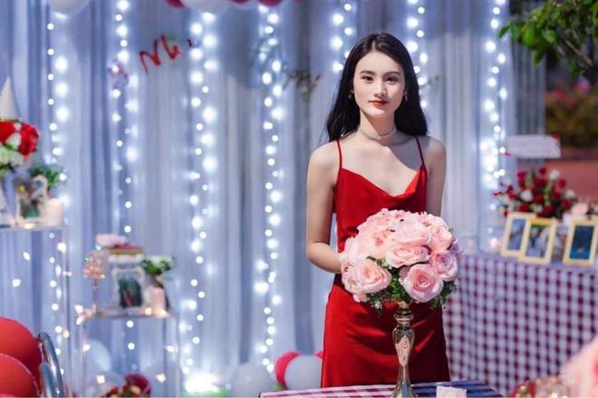 Sở hữu góc nghiêng cực phẩm, nữ sinh Bình Định hút 20.000 lượt yêu thích nhờ bức ảnh rạng rỡ trong lễ bế giảng - Ảnh 3.