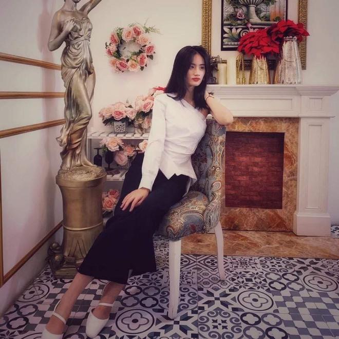 Sở hữu góc nghiêng cực phẩm, nữ sinh Bình Định hút 20.000 lượt yêu thích nhờ bức ảnh rạng rỡ trong lễ bế giảng - Ảnh 4.